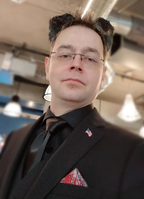 Lord Devi from Source Wave SEO in a Suit. Very Snazzy.